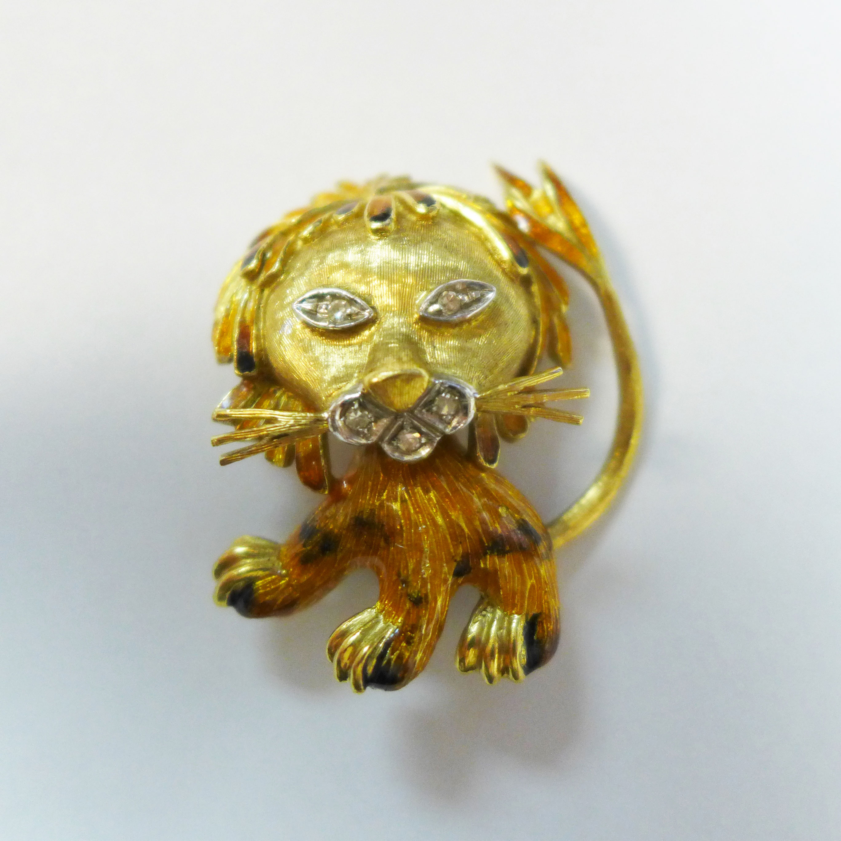 gallery-lionpin
